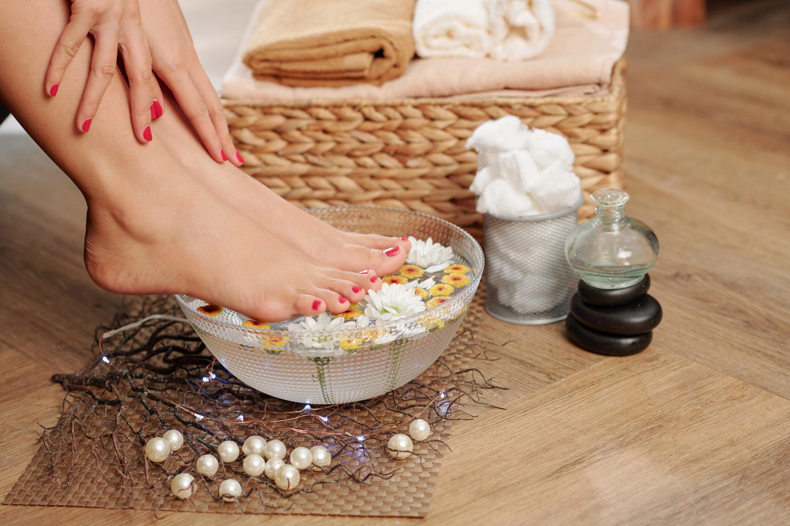 bain de pieds de femmes